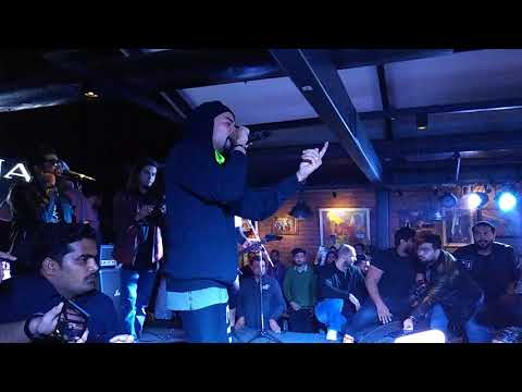 Bohemia Picks Up A Fight With The Bouncer When He Slapped Fans @ Chandigarh Show