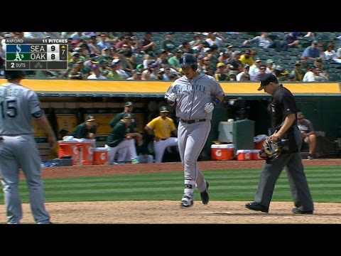 Lee belts his second dinger to give M's lead