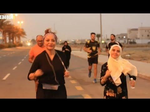 سعوديات يمارسن رياضة الجري مع الرجال في شوارع المملكة  - نشر قبل 24 ساعة