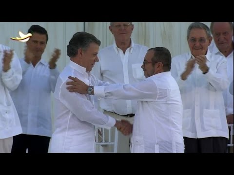 Colombia, FARC rebels sign historic peace deal
