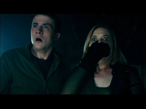 Don't Breathe | Official Red Band Trailer (2016)