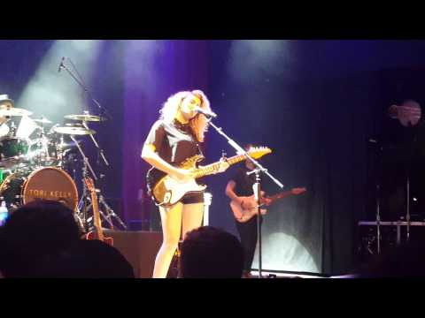 Tori Kelly / Fans Sing Verse / All In My Head / De