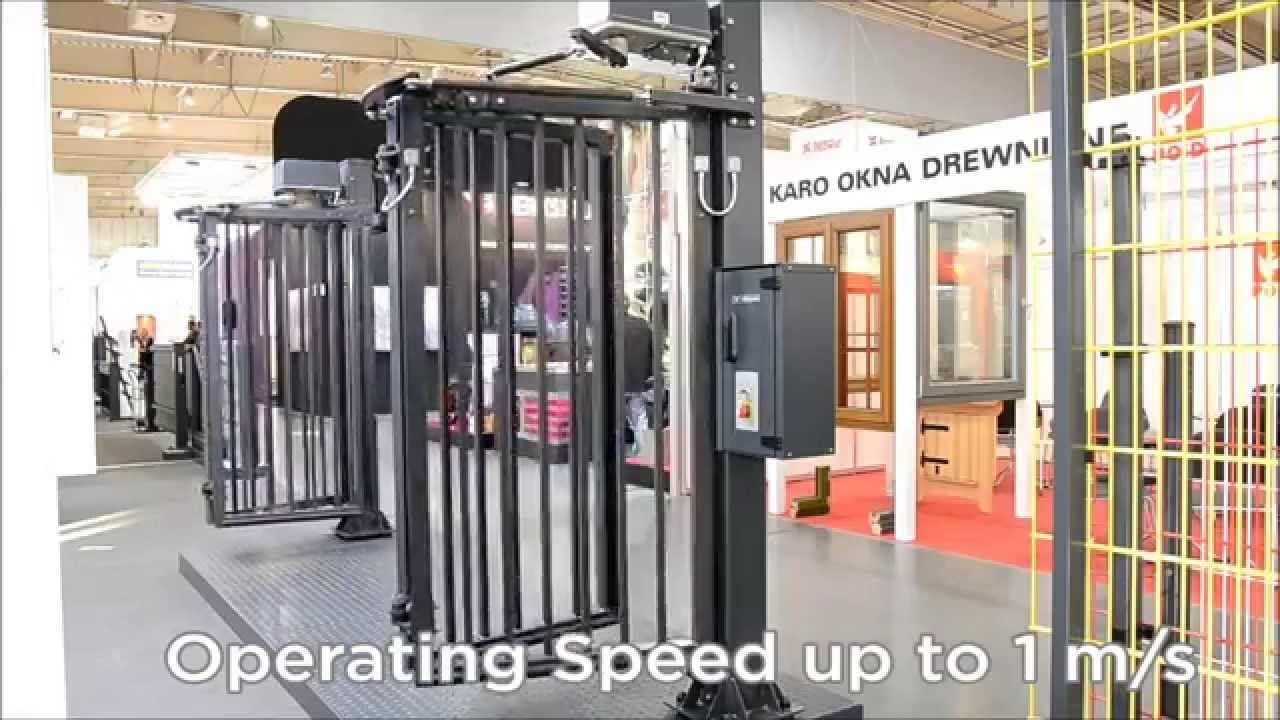 WISNIOWSKI V-King - High-speed Industrial Folding Gate - YouTube