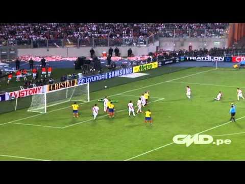 Mira las espectaculares atajadas de Raúl Fernández ante Ecuador