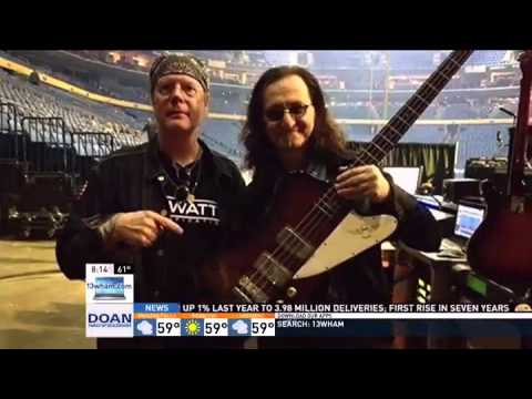 Rush bassist Geddy Lee using local musician's invention