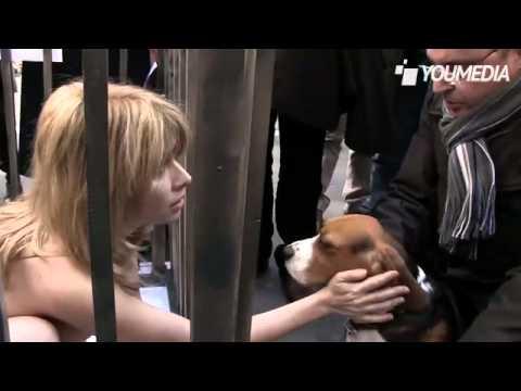 Nuda contro la vivisezione, la protesta di Loredana Cannata