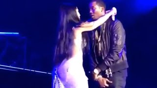 Nicki Minaj And Meek Mill Kiss On Stage For The First Time  #OMEEKA!