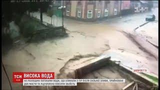 Негода на Закарпатті: у Рахові підтоплено півсотні будинків та зруйновано міст