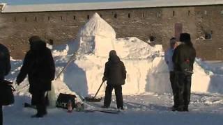 Во дворе Нарвского замка построили снежный городок(, 2010-02-09T14:35:47.000Z)