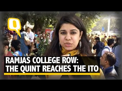 "The Quint| Ramjas College: Chants of ""ABVP se Azadi"" Raised at ITO"