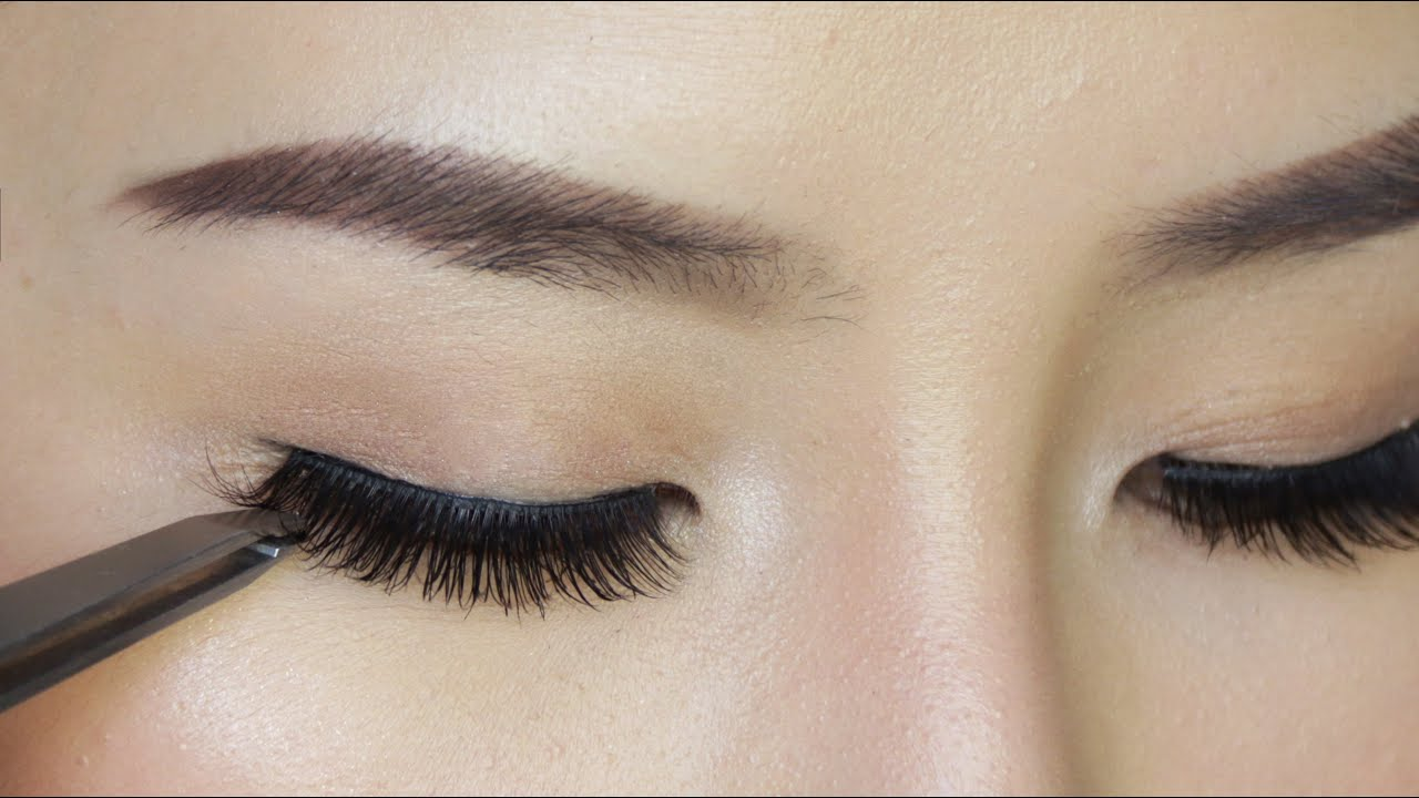 How To Apply False Eyelashes For Beginners Youtube
