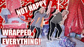 WRAPPING MY PARENTS HOUSE WITH CHRISTMAS PAPER!!