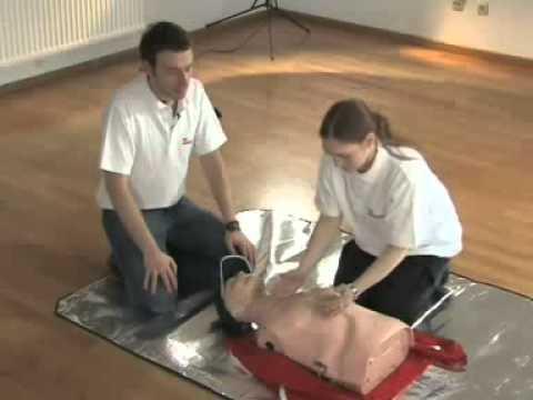 So funktionieren Herzdruckmassage und Beatmung
