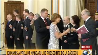 Traian Băsescu i-a înmânat preşedintelui Klaus Iohannis Ordinul Steaua României în grad de Colan