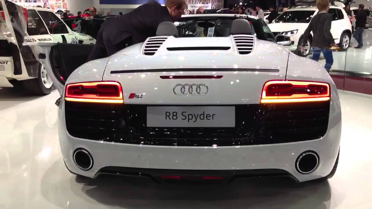 Audi R8 new floating rear indicators - YouTube