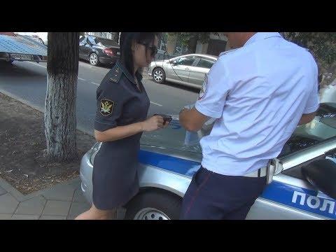 Как сотрудники прокуратуры и ФССП Краснодара паркуются на тротуаре