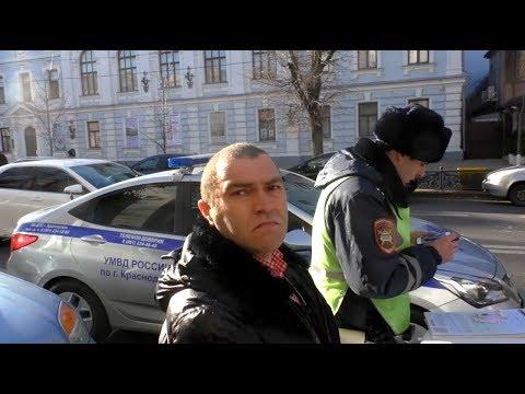 Что за коробки носит полицейский в прокуратуру Краснодарского края?
