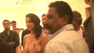 Sunny Leone reached with bright award fans andheri mumbai