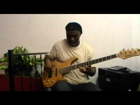The Ibanez 900 Road Gear.4 string. - YouTube