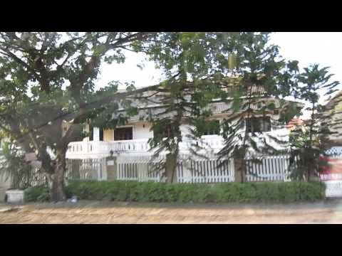 Taxi ride from airport to Belmond La Residence Hotel, Luang Prabang, Laos, 2015-01-25