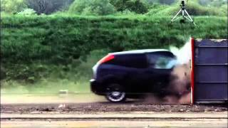 Ford Focus choca en una prueba  a 193 km/s / Ford Focus test Crash