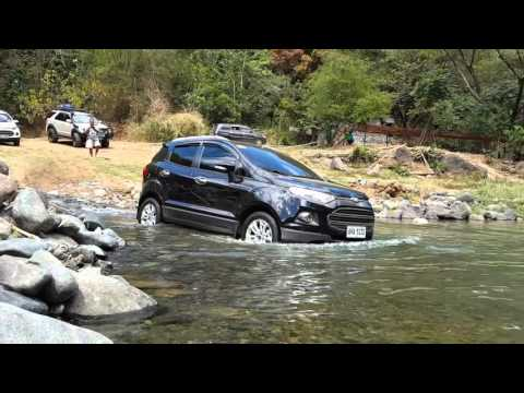 Ford Ecosport crosses river