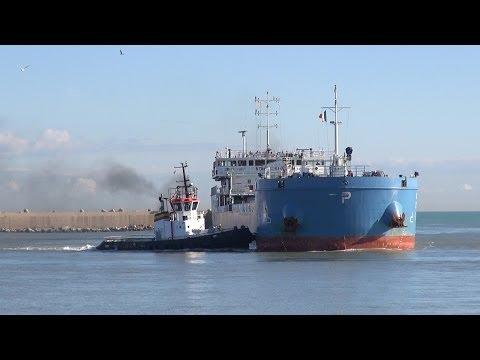 Pescara, tornano le petroliere: riaperto il porto commerciale