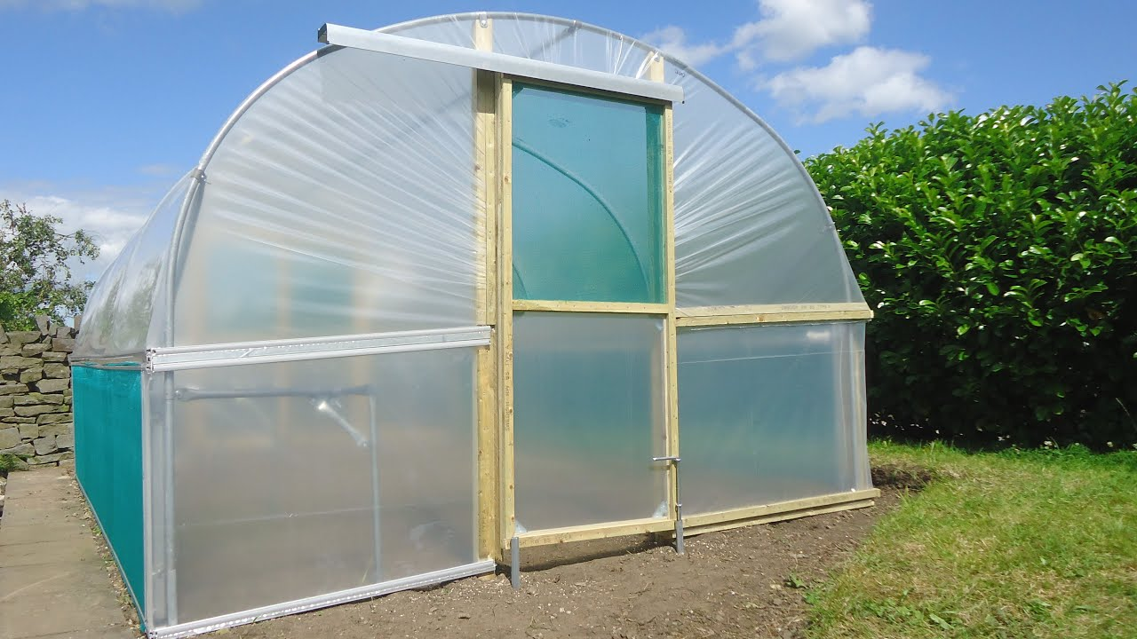 Polytunnel Construction | Building a Polytunnel | Polytunnel Installation | Covering a Polytunnel & Polytunnel Construction | Building a Polytunnel | Polytunnel ...