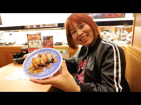 「無添くら寿司 新世界通天閣店」がオープン! 巨大廻る回転寿司オブジェも