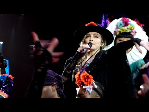 Dress you up/Lucky Star/Into the groove - Madonna (Rebel Heart Tour)