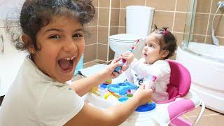 YAPRAK bebek ablasına diş fırçasını vermiyor YAĞMUR okula geç kalıyor-Eğlence Tv-Fun kids video
