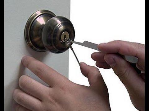 Picking a twist knob door lock - YouTube