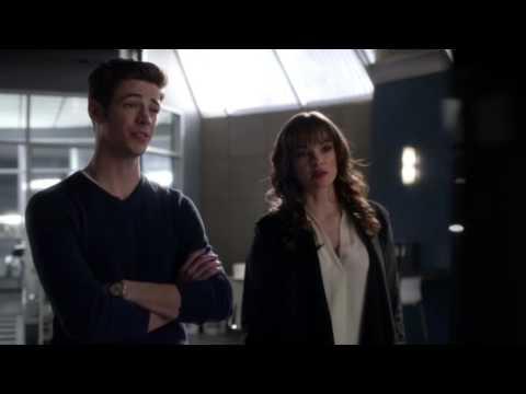The Flash 2x12 Felicity Smoak Hacker