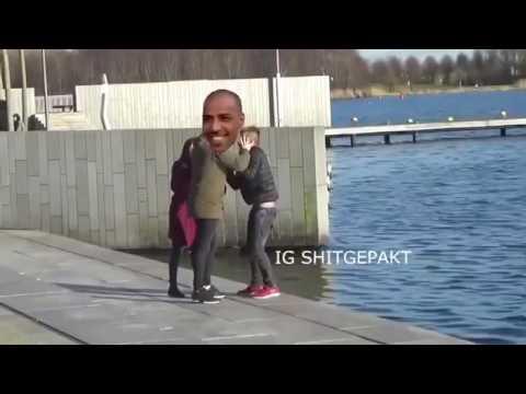 Awr wordt in water geduwd door Soma