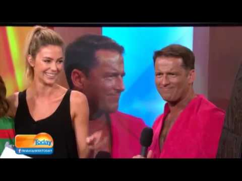 Jennifer Hawkins gives Karl Stefanovic a spray tan
