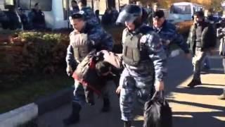 Волокут пьяного - беспорядки в Бирюлёве