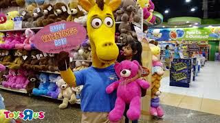 """Toys """"R"""" Us Hug Geoffrey Day"""