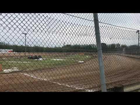 heat race at 35 raceway