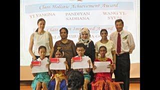 Как награждают лучших учеников в государственной школе Сингапура.