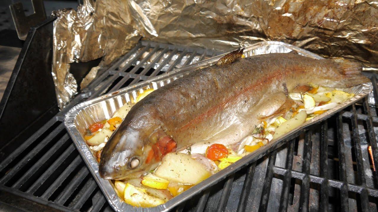 Fisch Gasgrill : Lachsforelle auf gemüse vom landmann trion 3 gasgrill #fisch grillen