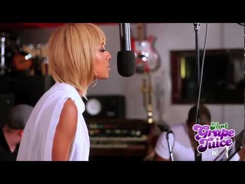 Keri Hilson - 'Pretty Girl Rock' (Acoustic  / Live On The Splash)