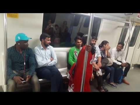 Fight in delhi Metro Man slap woman