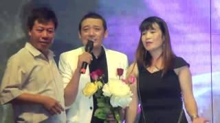 NS Hài Chiến Thắng hát Duyên Phận bị khán giả nữ giật micro trên sân khấu.