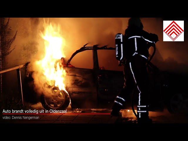 Auto brandt volledig uit in Oldenzaal