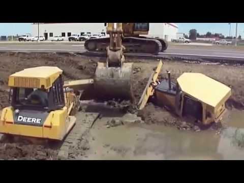 Экскаваторщик спас 2-х трактористов