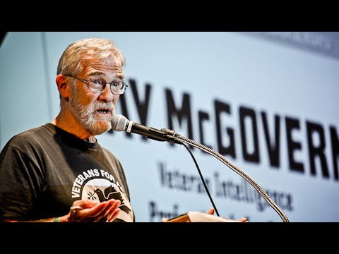 Ex CIA Analyst on Snowden and Calling Journalists Terrorists - Ray McGovern Pt 1/2