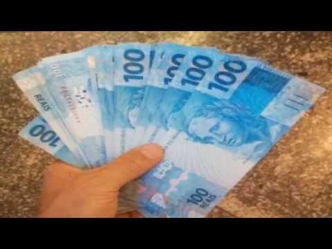 Resultado de imagem para foto de dinheiro na mão