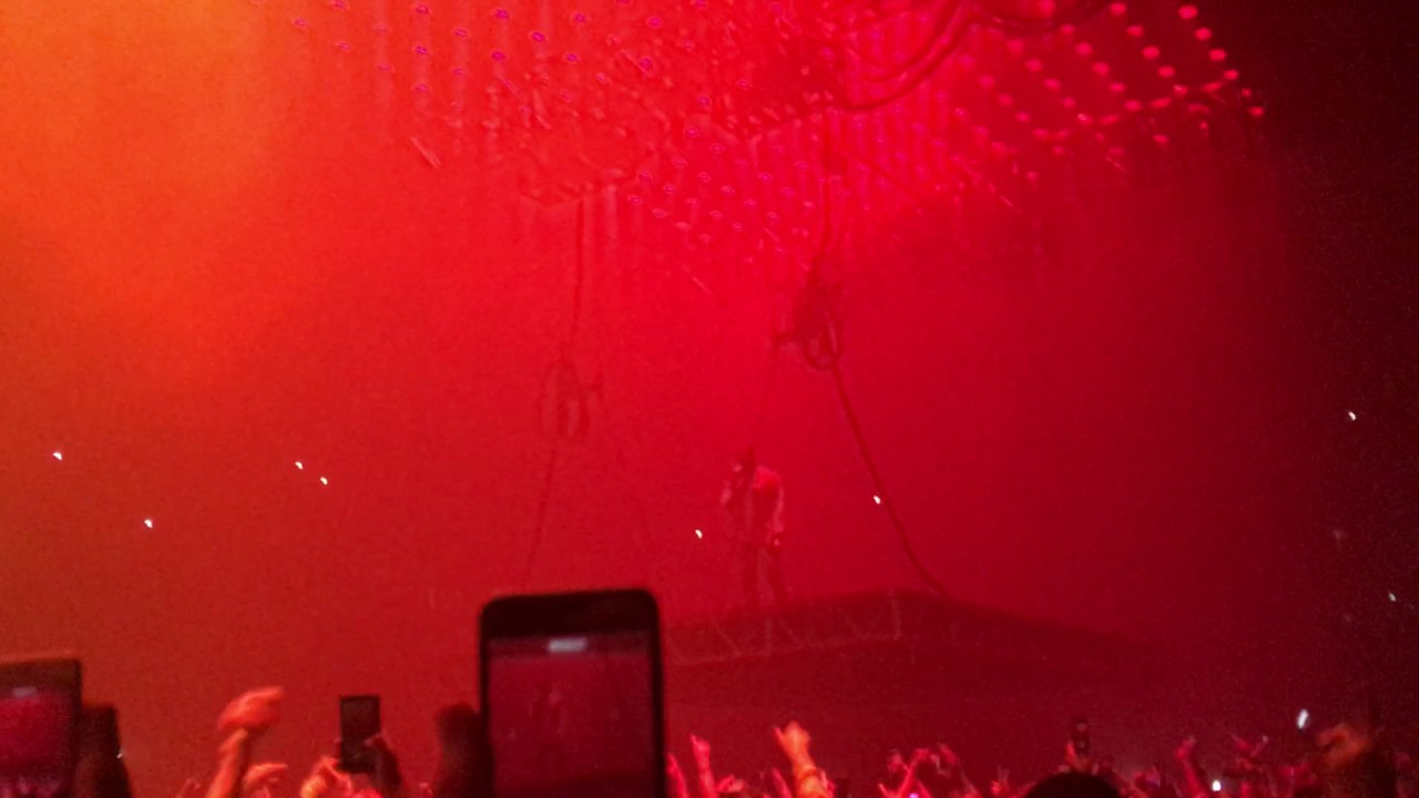kanye-west-blood-on-the-leaves-live-the-forum-10-26-16-ryan-enriquez