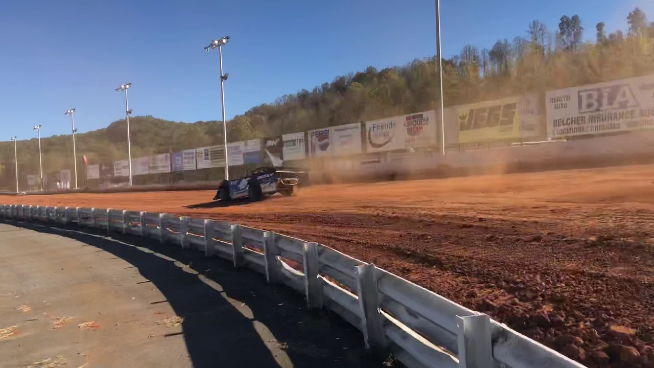 Stephen Martin rocking the Red Clay @ Clay Valley Speedway ...