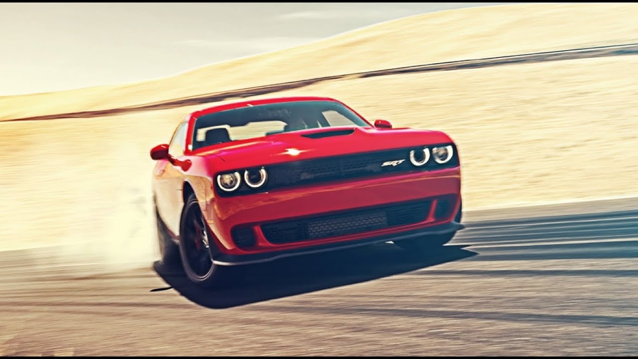 Car Burnout Live Wallpaper Insane 707bhp Dodge Challenger Hellcat Takes On The Loops